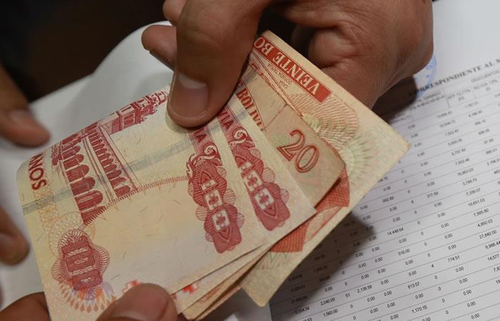 El Banco Unión pidió respetar los días de circulación de acuerdo al último dígito de la cédula. Foto: ABI.