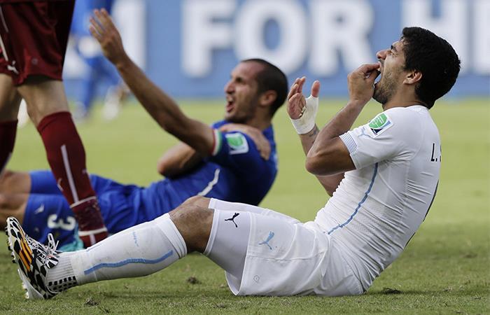 Suárez fue duramente suspendido por morder a Chiellini. Foto: Twitter