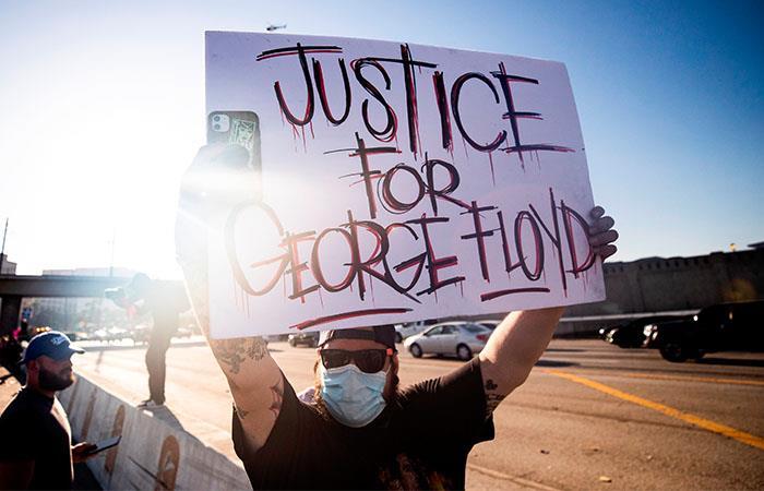 Cientos de personas exigen justicia por el caso de George Floyd. Foto: EFE