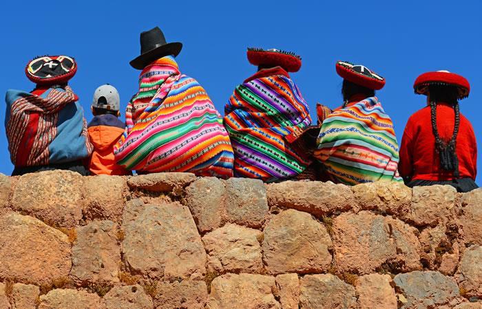 Los bolivianos llevan el nombre de su patria escrito en su alma y en su corazón y siempre con orgullo. Foto: Shutterstock