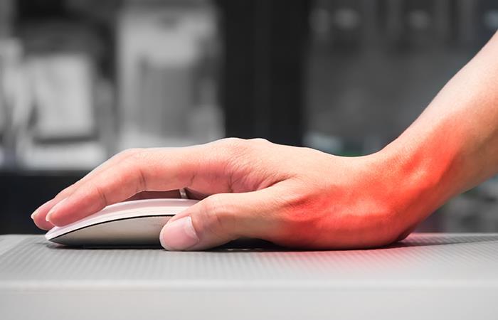 Evita daños en los tendones de tu mano por el uso del mouse. Foto: Shutterstock