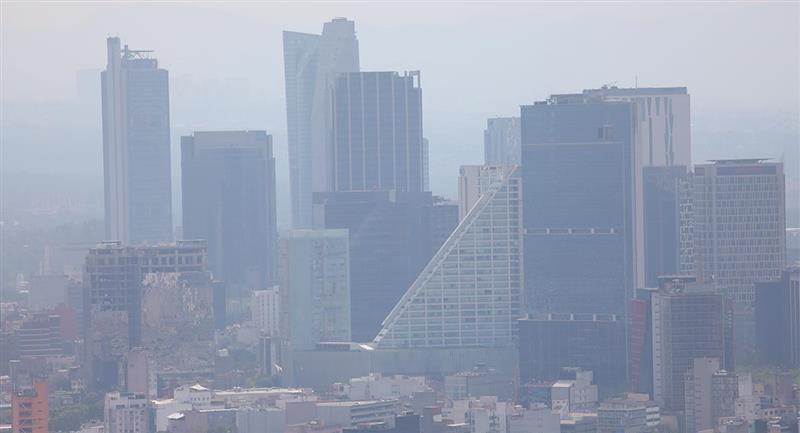La exposición a corto y medio plazo a contaminantes puede aumentar la incidencia de la infección. Foto: EFE