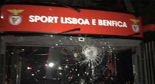 """Liga NOS: """"Hinchas"""" atacaron el bus de Benfica y Julian Weigl y Andrija Zivkovic resultaron heridos"""