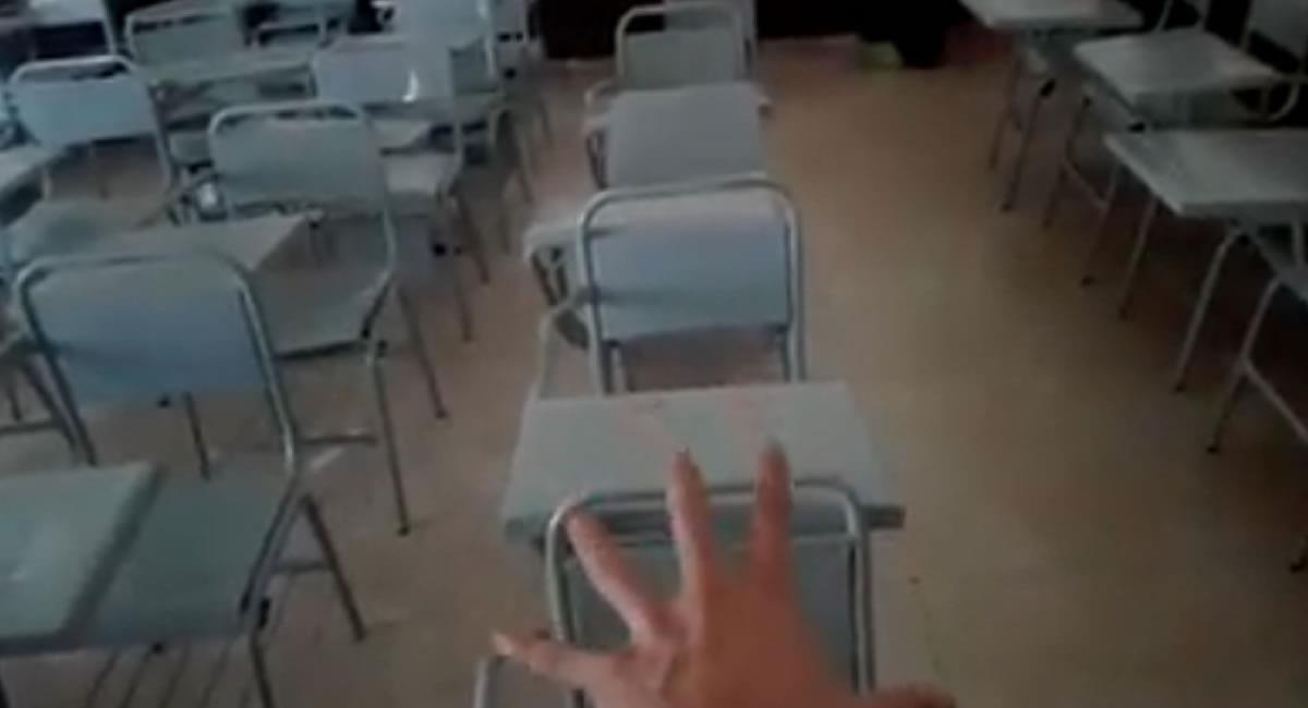 Algo paranormal ocurre en un aula de clases. Foto: Facebook Captura @EspantamePanteón