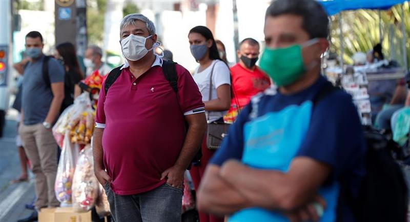 No todas las máscaras de tela tienen la misma calidad de filtración. Foto: EFE