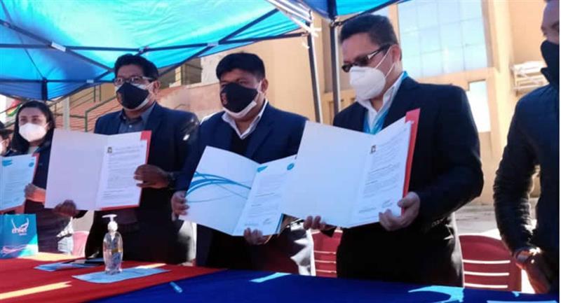Entel y la UPEA firmaron un convenio para internet a bajo costo. Foto: Eabolivia