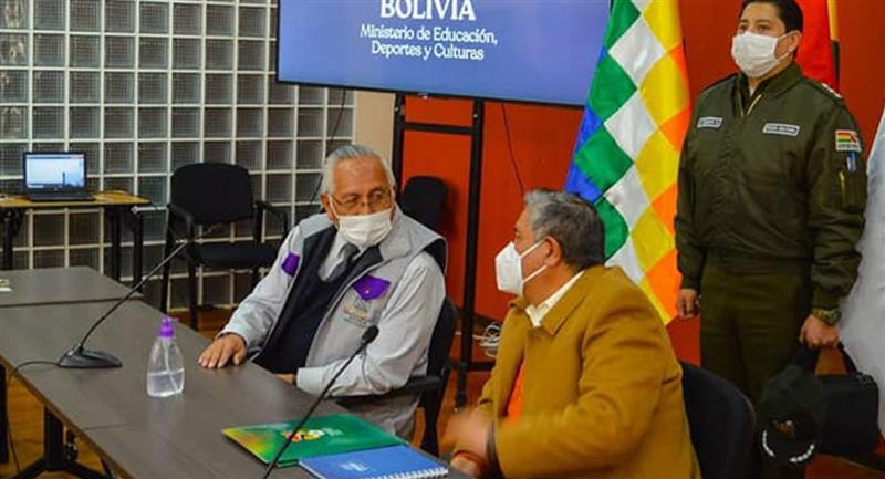 Víctor Hugo Cárdenas y Cesar Salinas en una primera reunión. Foto: ABI