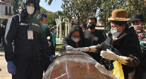Vivir con muertos, el drama que se vive en Cochabamba ante el colapso del cementerio