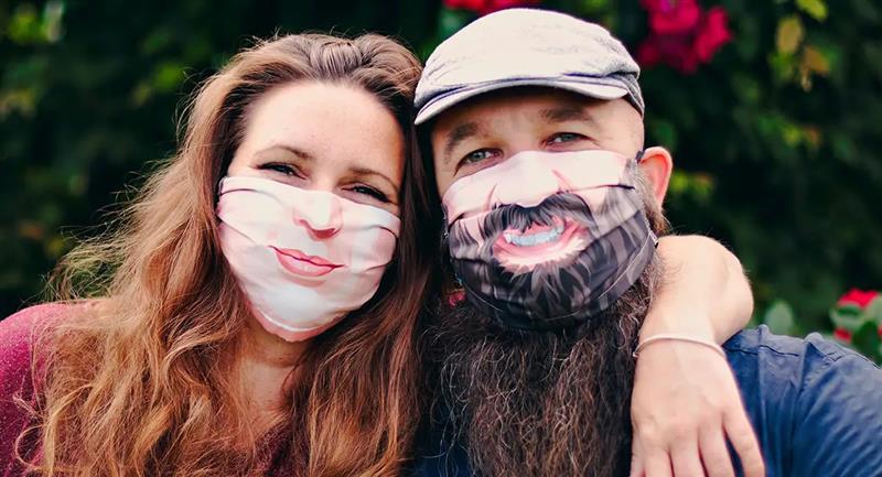 Empresa crea barbijos personalizados que reflejan emociones