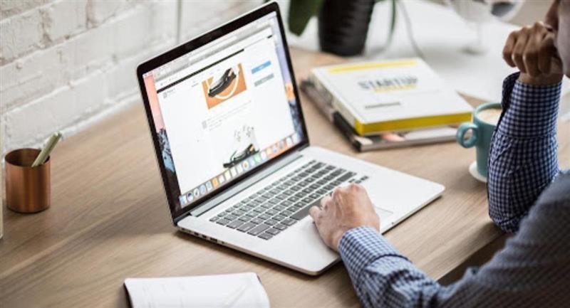 El convenio permitirá modernizar la educación mediante internet. Foto: ABI