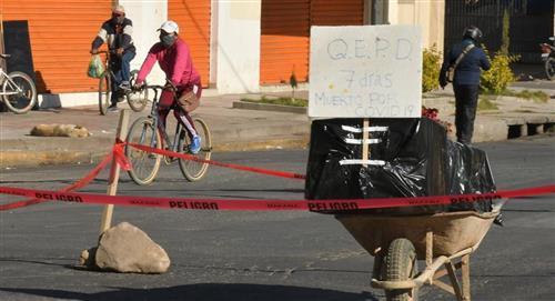 Un ataúd en la calle: El drama en Cochabamba por la saturación de un cementerio
