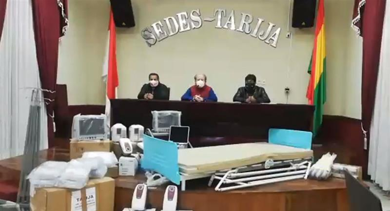 Gobierno entrega equipamiento e insumos médicos a Tarija