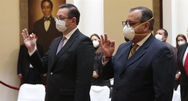 Los nuevos ministros de Economía y Desarrollo Productivo. Foto: ABI