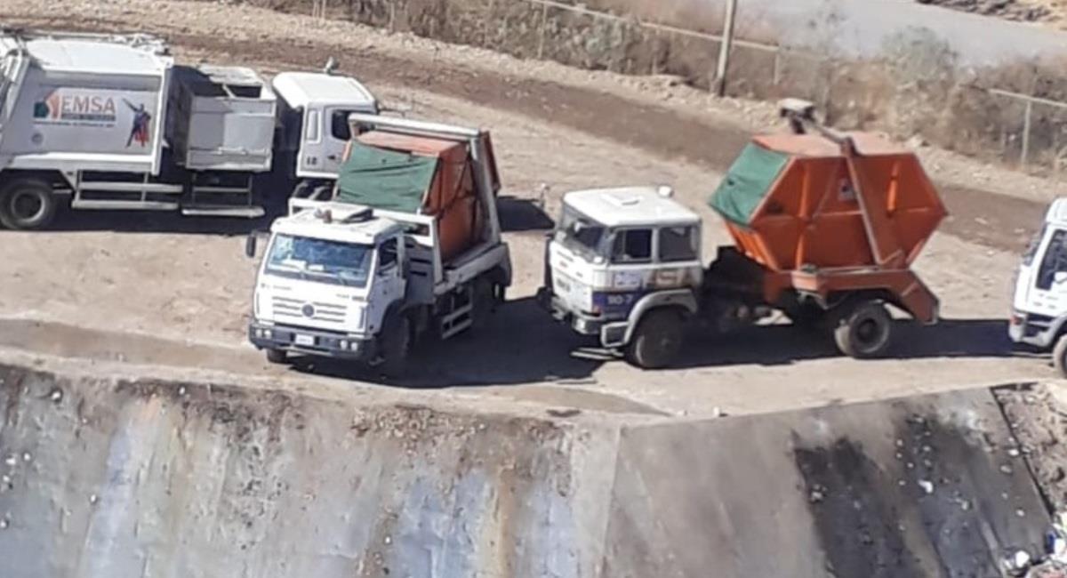 Camiones que recogen la basura en Cochabamba. Foto: ABI