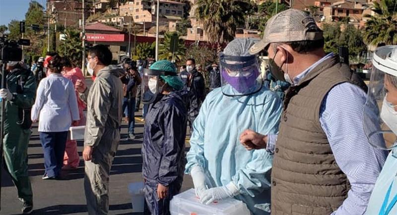 Los brigadistas realizando el rastrillaje en Cochabamba. Foto: ABI