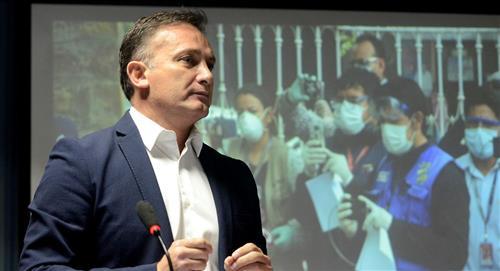 Fernando López asume el mando de los ministerios de Salud y Defensa