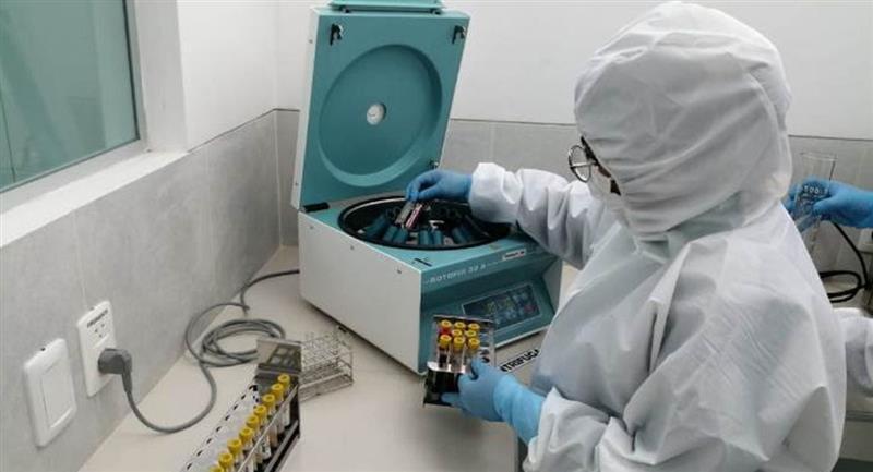 El Ministerio de Salud recibió 5.000 pruebas de COVID-19. Foto: ABI