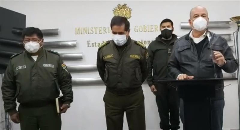 El ministro de Gobierno, Arturo Murillo, anuncia el seguro para policías. Foto: ABI
