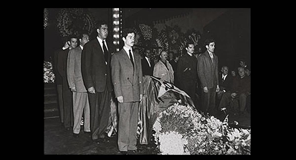 Las fotografías son testimonio del funeral de la artista mexicana. Foto: EFE