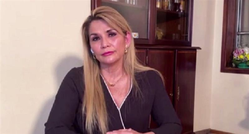 La presidenta Jeanine Áñez durante la entrevista. Foto: ABI