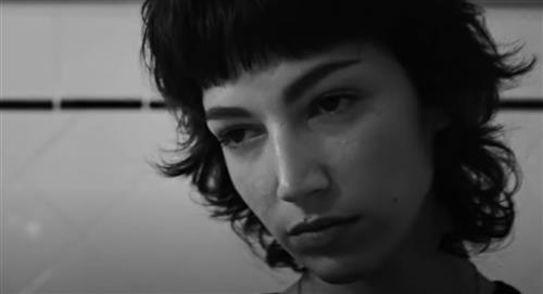 """""""Tokio"""" de 'La casa de papel' protagoniza nuevo video musical de J Balvin, Bad Bunny y Dua Lipa"""