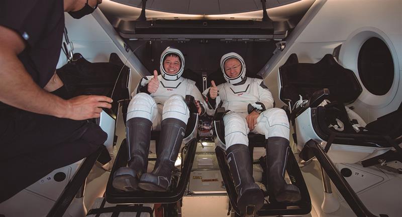 Así llegó la tripulación de la SpaceX. Foto: EFE