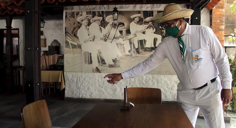 Restaurante en Santa Cruz reabren sus puertas. Foto: EFE