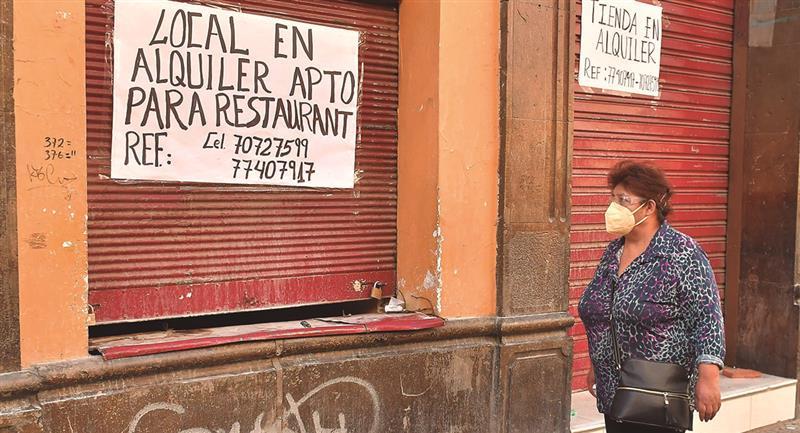 Negocios cerrados en la capital boliviana. Foto: EFE