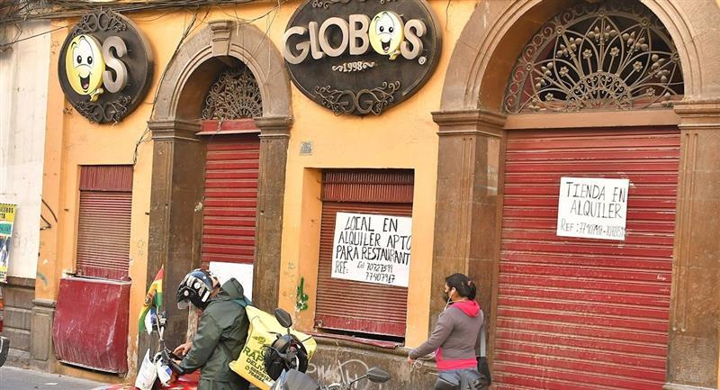 Locales en el centro de Cochabamba cierran por la crisis económica. Foto: EFE