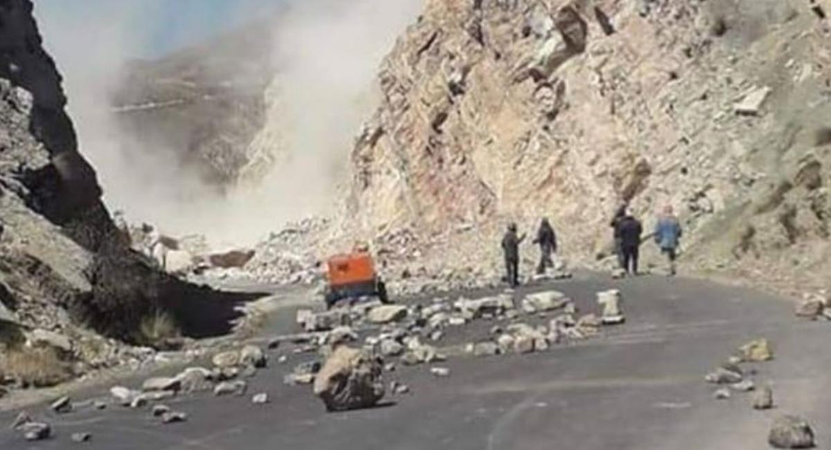 Destrozos ocasionados en la carretera Cochabamba-Oruro. Foto: ABI