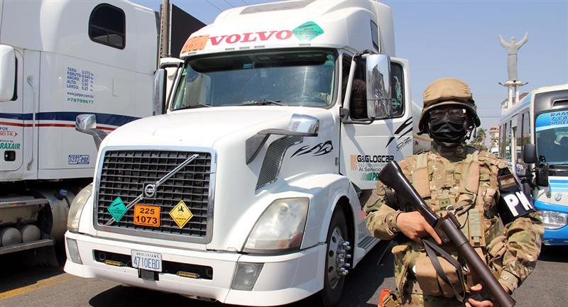 Tres regiones necesitan con urgencia este suministro, pero no pueden abastecerse por las protestas. Foto: EFE