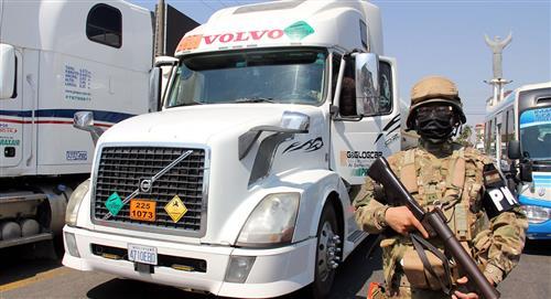 Una caravana de oxígeno con escolta militar inicia su travesía en Bolivia