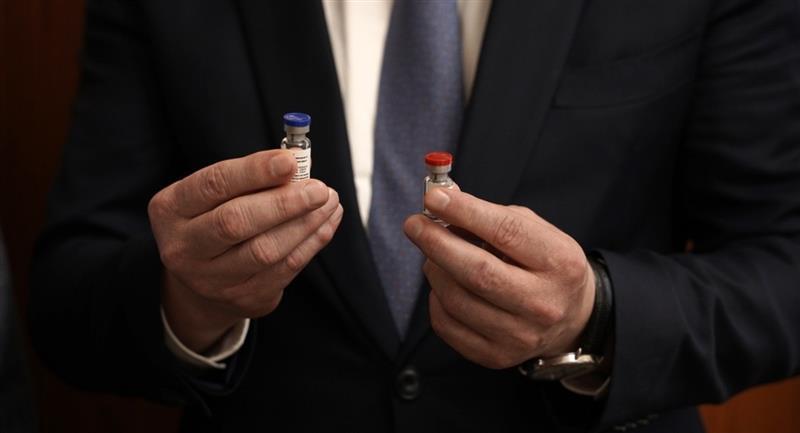 Rusia anuncia que registró la primera vacuna contra la COVID-19. Foto: EFE
