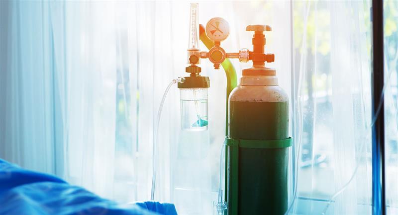 El anciano tenía saturación de oxígeno al 61%, cuando lo normal es arriba del 90. Foto: Shutterstock