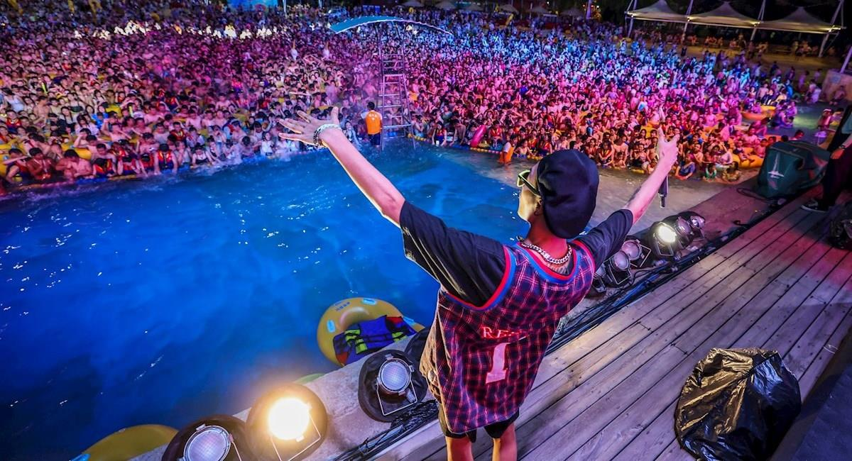 "Wuhan celebró ""vencer al virus"" con una fiesta masiva. Foto: EFE"