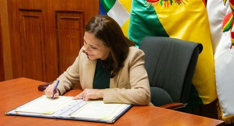 El Gobierno de Bolivia y EEUU firmaron un acuerdo para la inversión en el sector privado. Foto: Twitter @MRE_Bolivia
