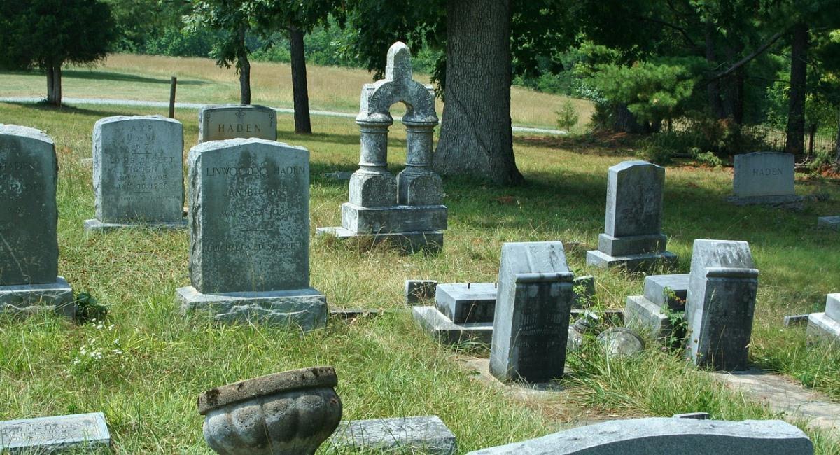 La Policía investiga posibles entierros clandestinos. Foto: Pixabay