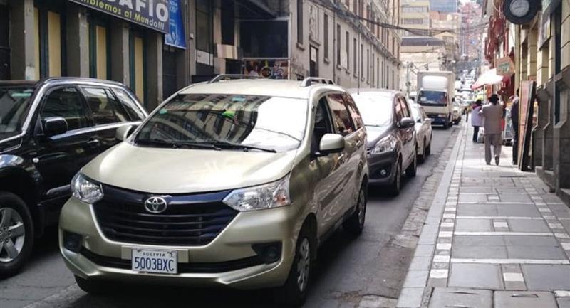 La Paz autorizó la circulación de vehículos los fines de semana. Foto: ABI