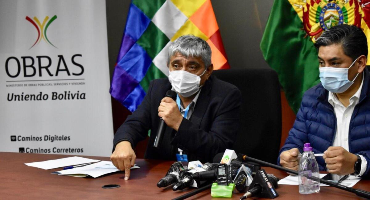 El ministro de Obras Públicas y el viceministro de Transportes. Foto: Twitter @mopsv_Bolivia
