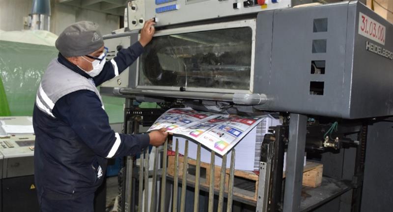 Impresión de las papeletas electorales. Foto: ABI