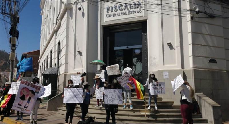 Organizaciones y madres de víctimas de abuso de menores realizan protestas. Foto: ABI