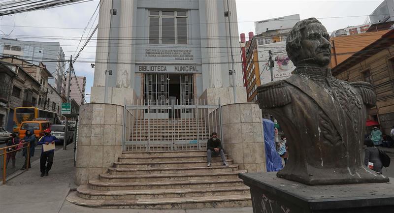 Colección de 7.000 libros patrimoniales que atesora la Biblioteca Municipal de La Paz. Foto: EFE