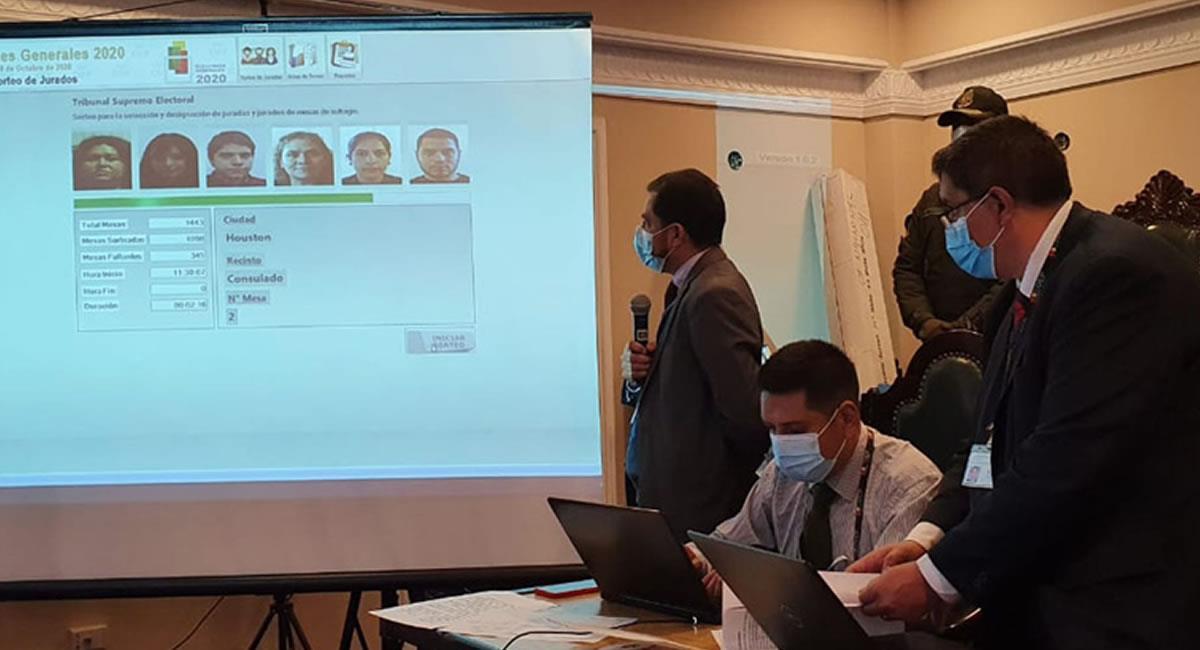 La labor de jurado representa la primera garantía de transparencia del proceso electoral. Foto: ABI