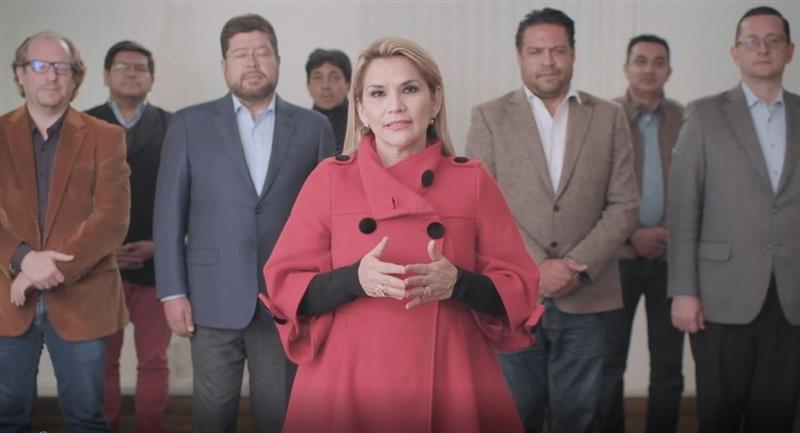 Jeanine Áñez anuncia la renuncia a su candidatura. Foto: ABI