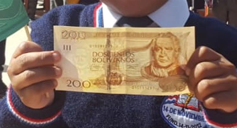 Inició el pago del bono Jacinto Pinto. Foto: ABI