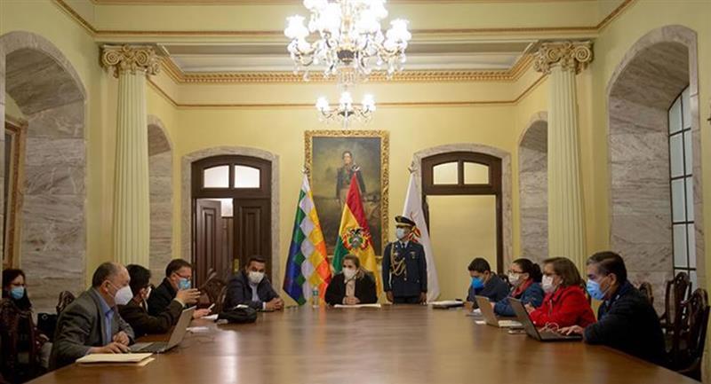 Parte del gabinete de la presidenta Jeanine Áñez. Foto: ABI