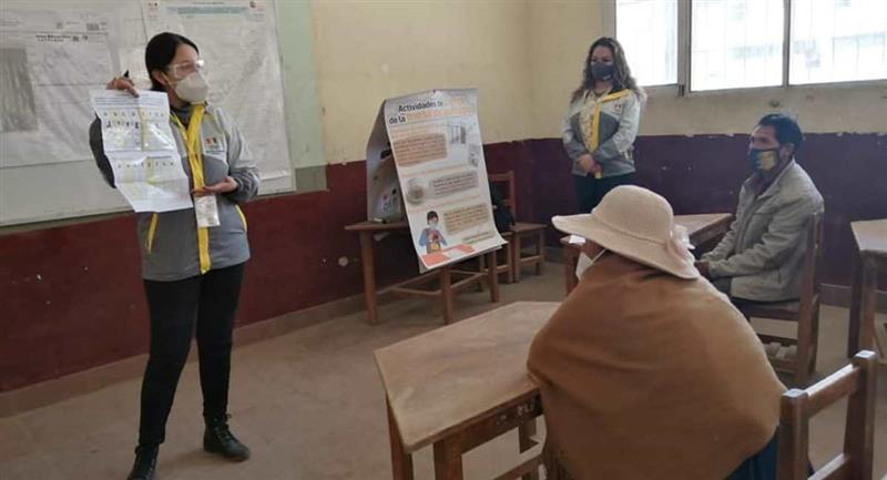 Capacitación presencial de jurados electorales. Foto: Twitter @TSEBolivia