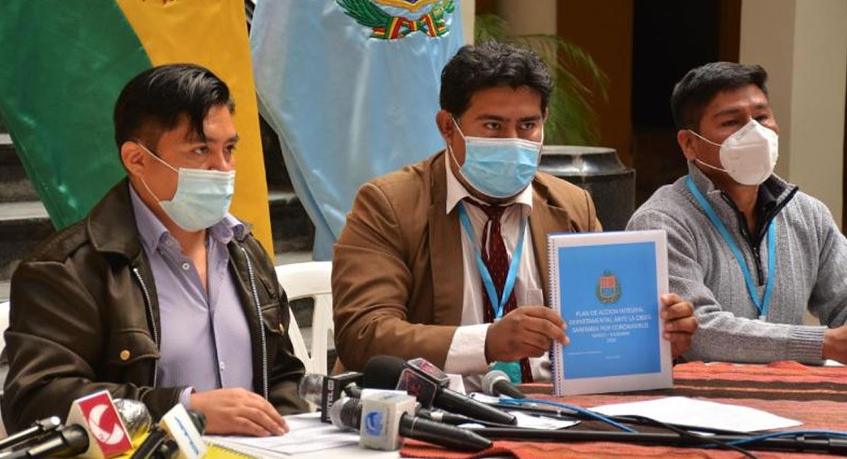 Máximas autoridades que alistan la ley departamental. Foto: Gobernación de Cochabamba