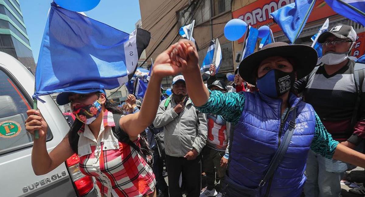 Seguidores del MAS realizaron una vigilia en el Tribunal Supremo de Justicia en La Paz. Foto: EFE