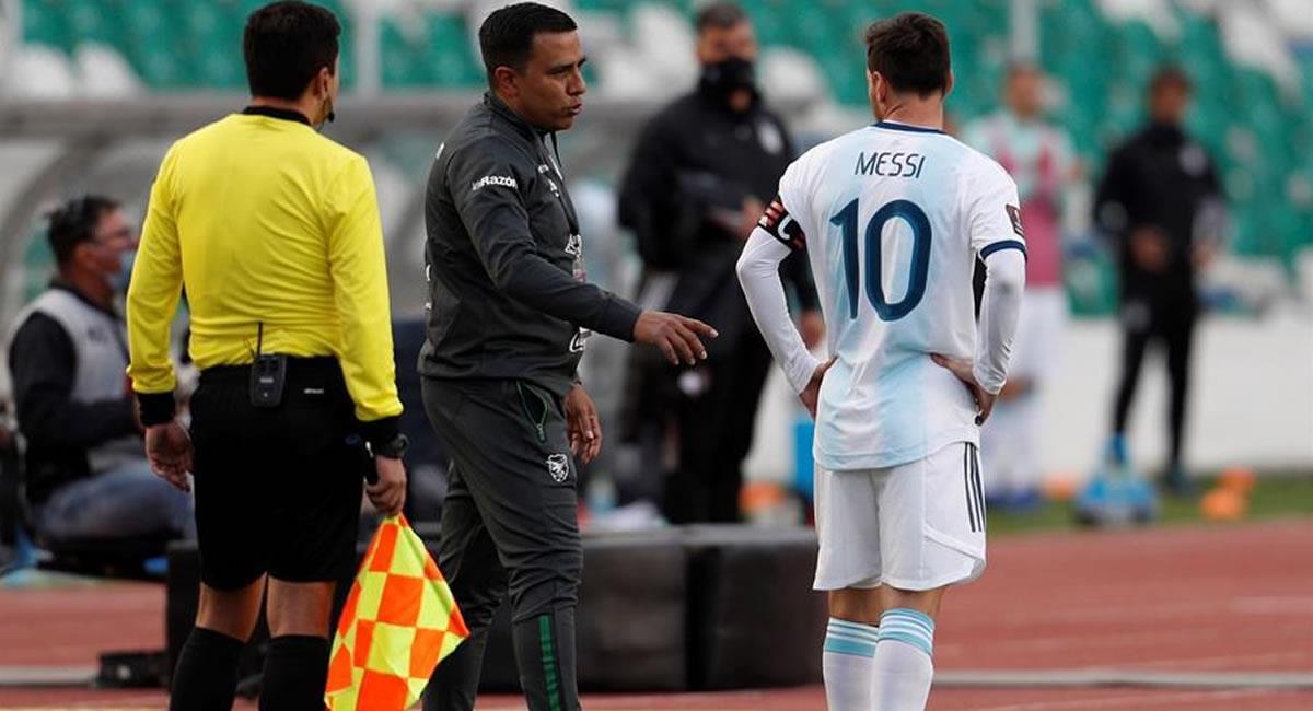 Farías junto a Messi en el encuentro de este martes entre Bolivia vs Argentina. Foto: EFE
